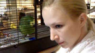 Papagei Jacko begeistert Kinder im Papageienpark