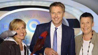 Heike Mundt  & H. Nieman mit Papageien bei Jörg Pillawa im ZDF